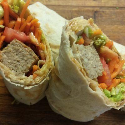 Домашняя шаурма со свиной котлетой и морковью по-корейски - рецепт с фото