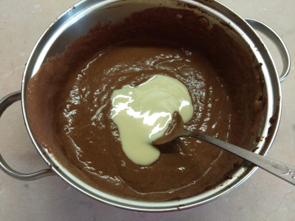 Фото рецепта - Брауни из сухофруктов со сгущенным молоком - шаг 3