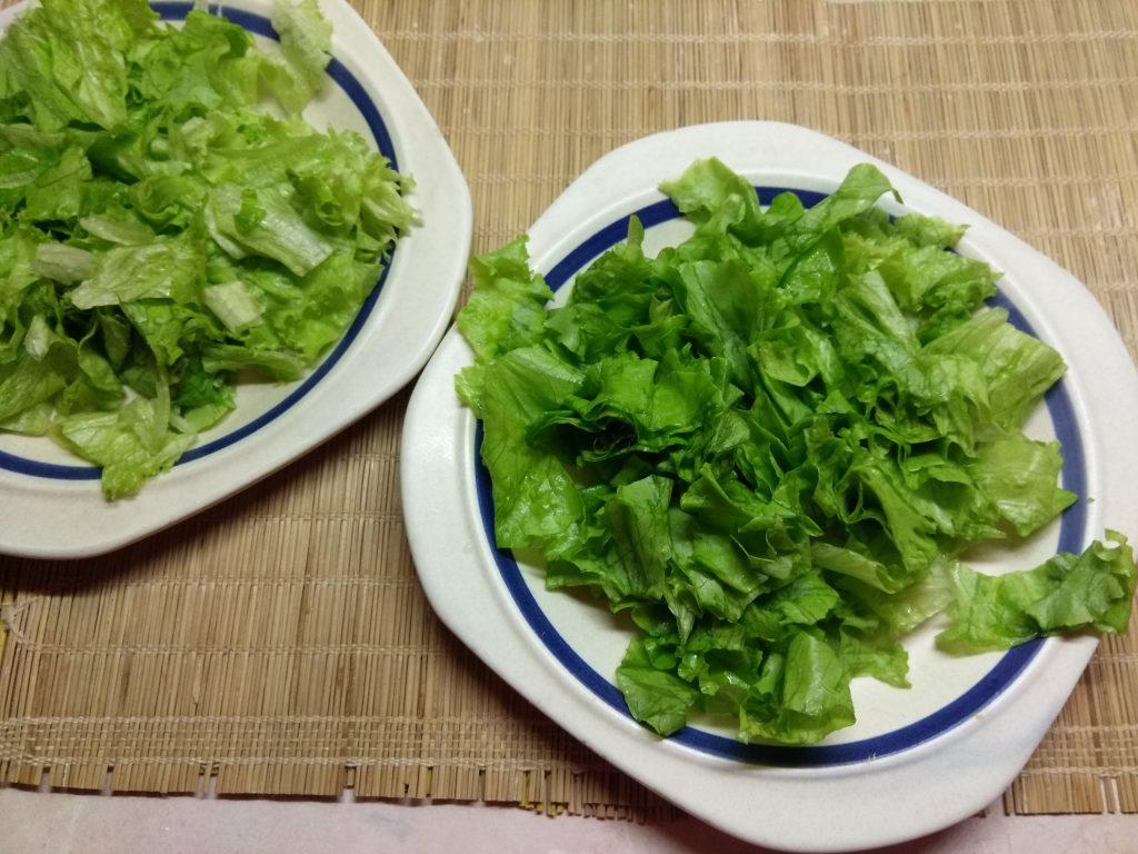 Фото рецепта - Салат с колбасой, авокадо, пармезаном и грушами - шаг 1