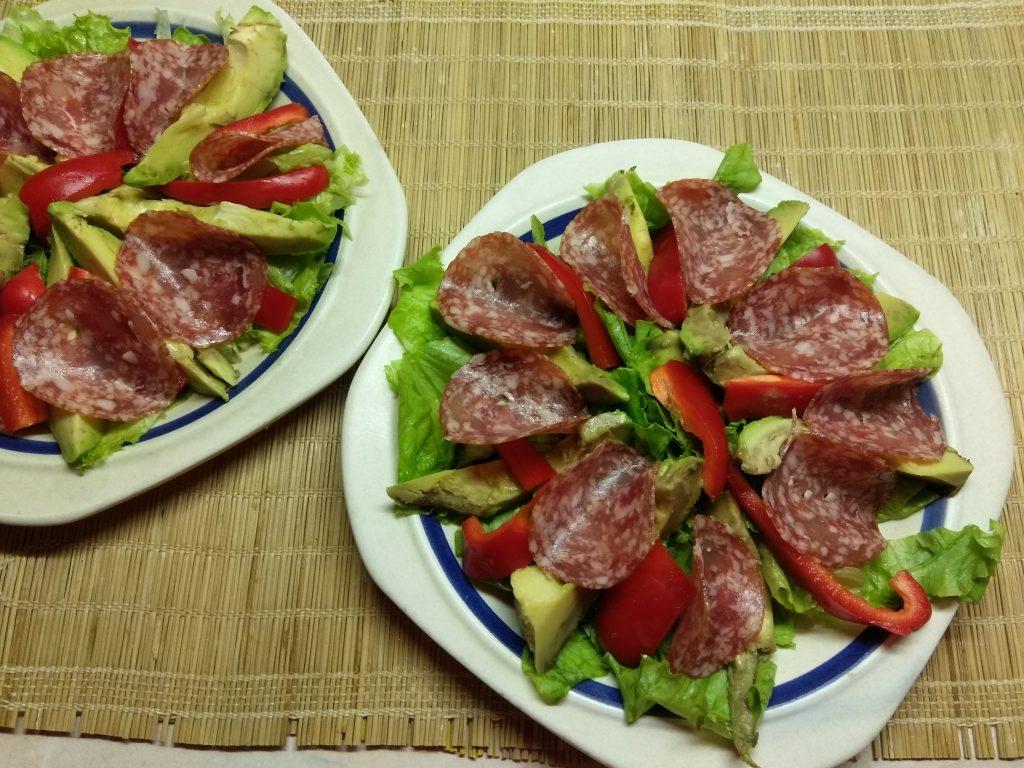 Фото рецепта - Салат с колбасой, авокадо, пармезаном и грушами - шаг 4