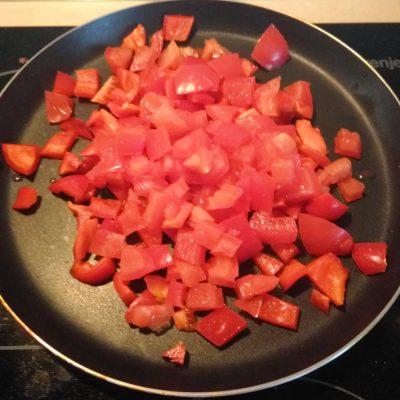 Фото рецепта - Тако с курицей и томатно-перечным соусом - шаг 3