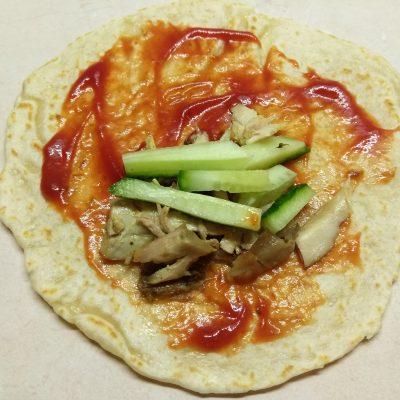 Фото рецепта - Тако с курицей и томатно-перечным соусом - шаг 6