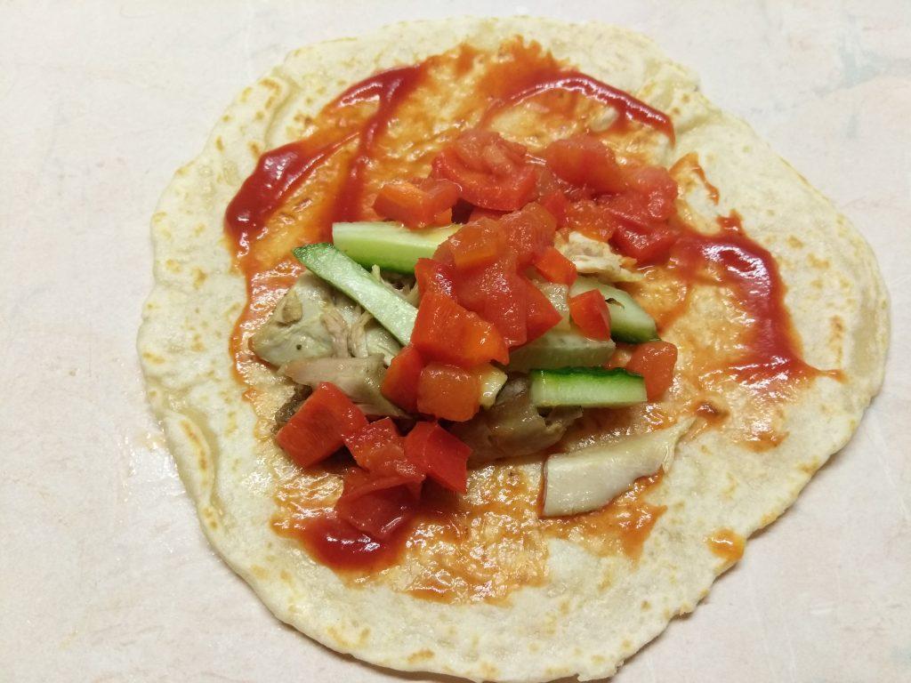 Фото рецепта - Тако с курицей и томатно-перечным соусом - шаг 7