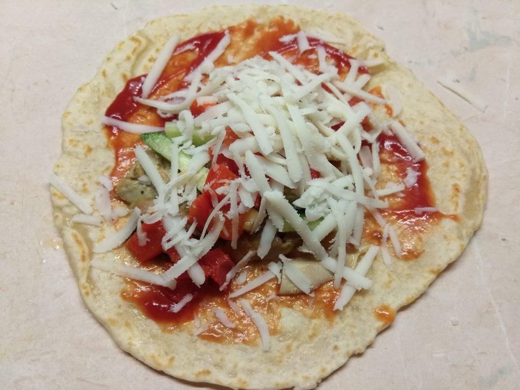 Фото рецепта - Тако с курицей и томатно-перечным соусом - шаг 8