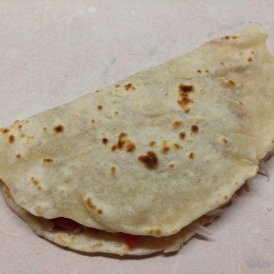 Фото рецепта - Тако с курицей и томатно-перечным соусом - шаг 9