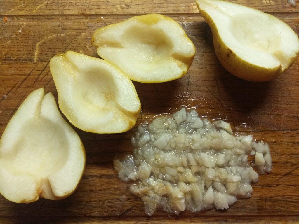 Фото рецепта - Груши, фаршированные балыком и сыром Бри - шаг 1