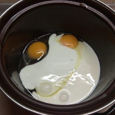 Фото рецепта - Пирог с сосисками - шаг 2