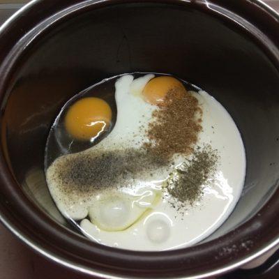 Фото рецепта - Пирог с сосисками - шаг 3
