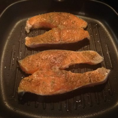 Фото рецепта - Жареные стейки лосося с соусом тартар - шаг 2