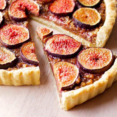 Орехово-инжирный открытый пирог (тарт) - рецепт с фото
