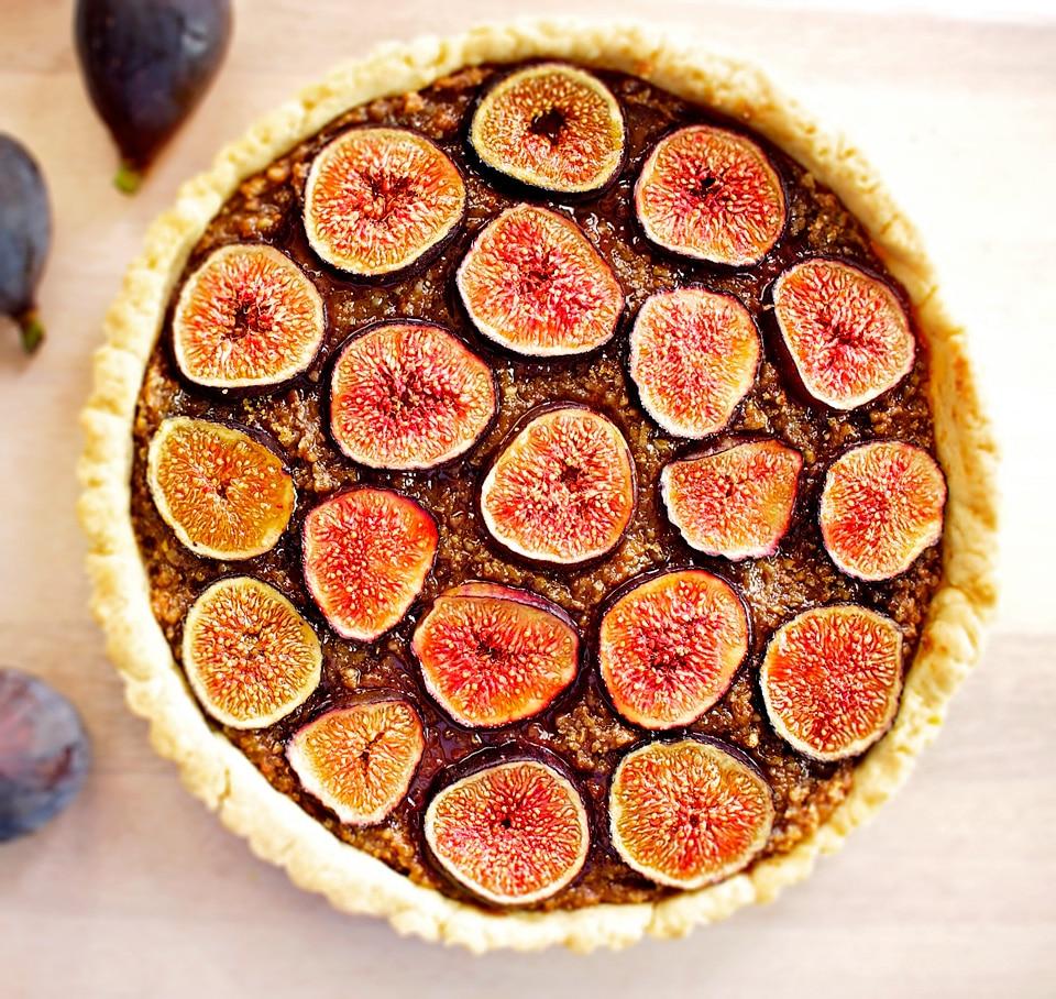 Фото рецепта - Орехово-инжирный открытый пирог (тарт) - шаг 6