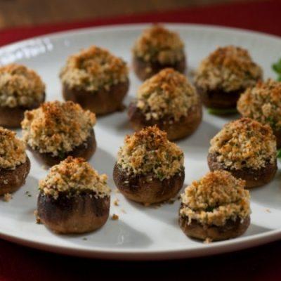 Закуска – фаршированные грибы с сыром - рецепт с фото