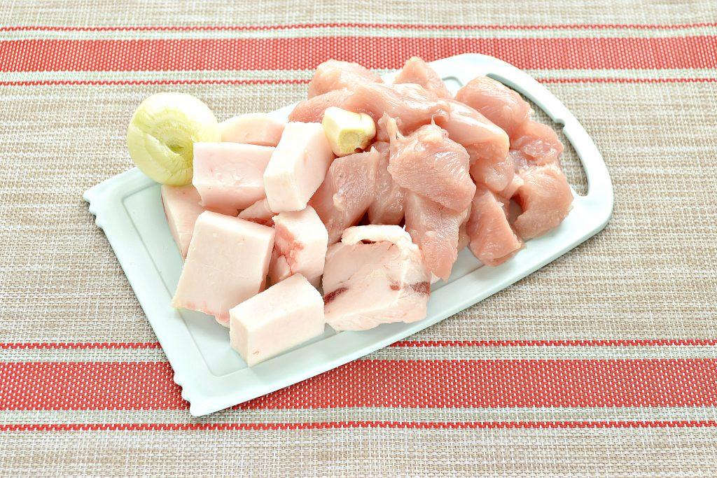 Фото рецепта - Котлеты из куриной грудки с салом - шаг 1