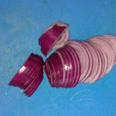 Фото рецепта - Салат из куриных желудков, сердец с морковью и грибами - шаг 2