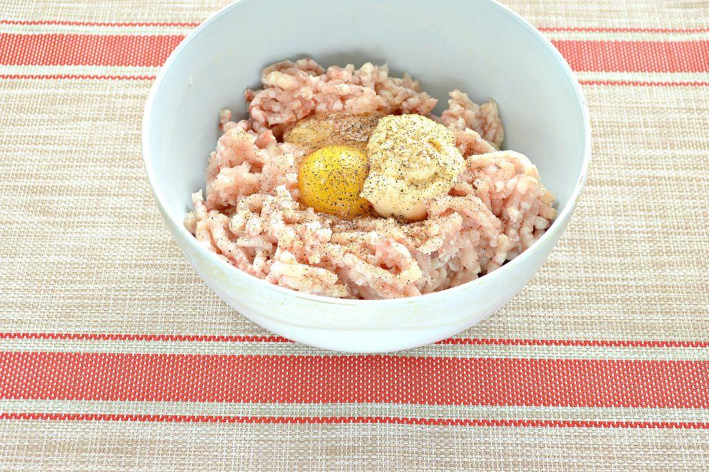Фото рецепта - Котлеты из куриной грудки с салом - шаг 3