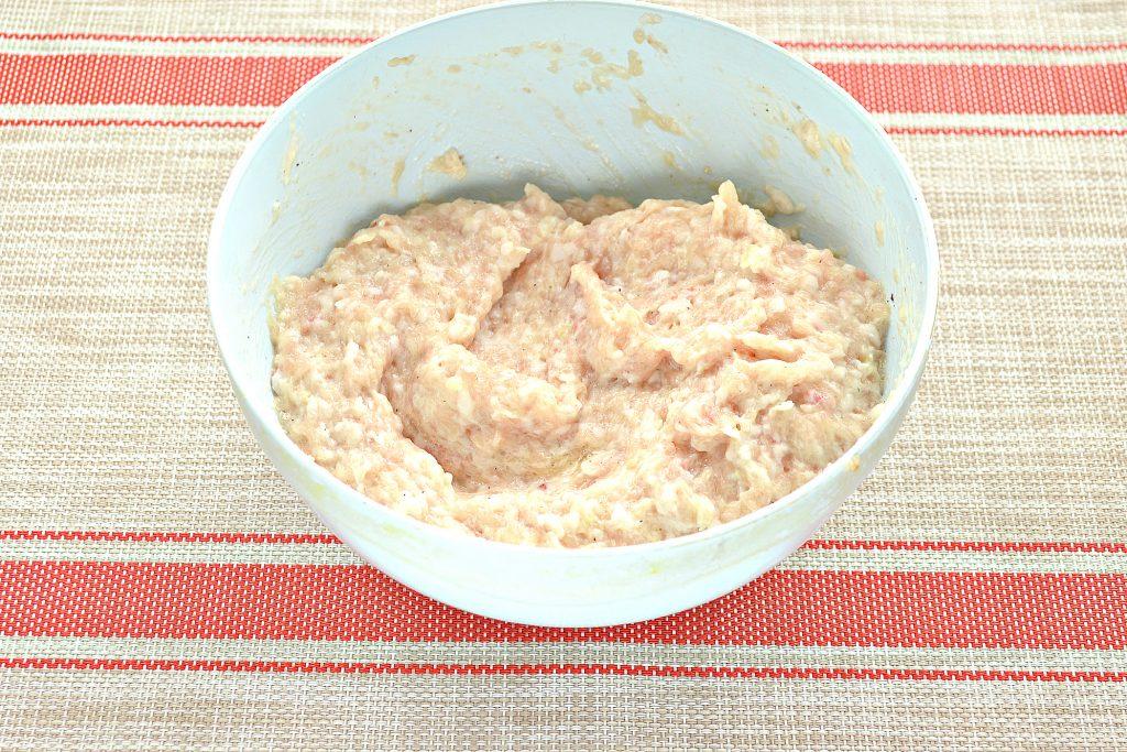 Фото рецепта - Котлеты из куриной грудки с салом - шаг 4