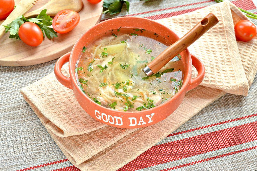 Фото рецепта - Куриный суп с яичной лапшой - шаг 6