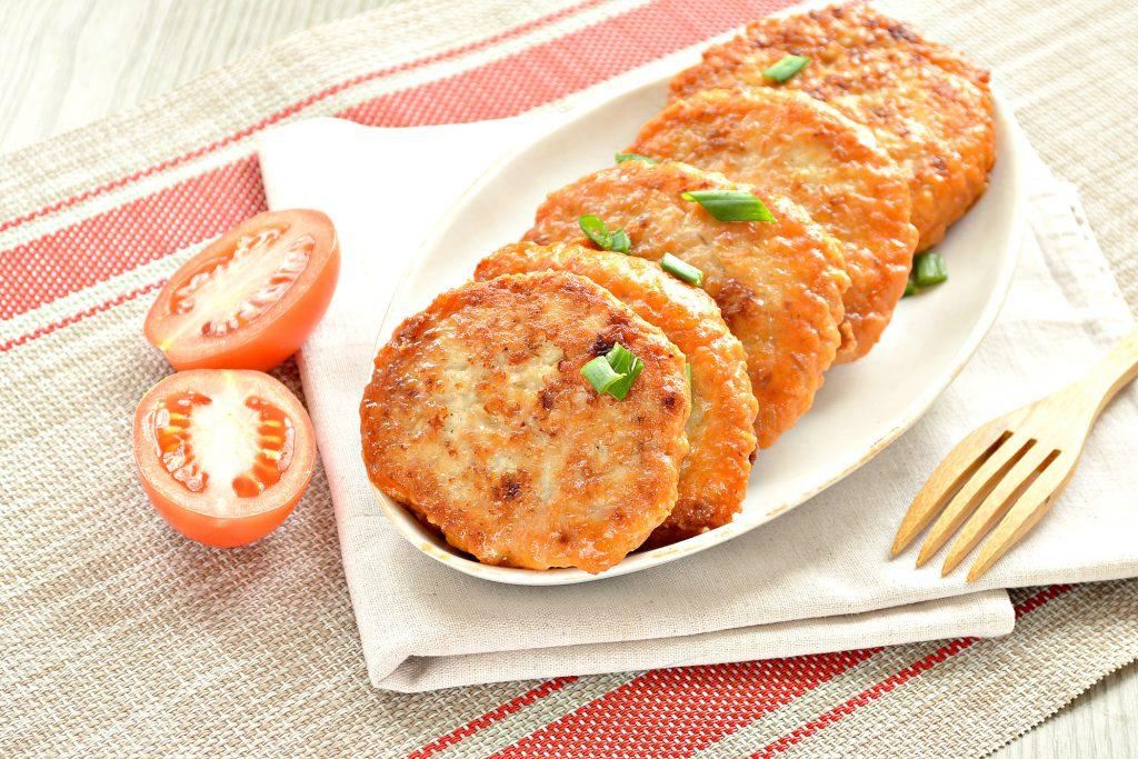 Фото рецепта - Котлеты из куриной грудки с салом - шаг 8