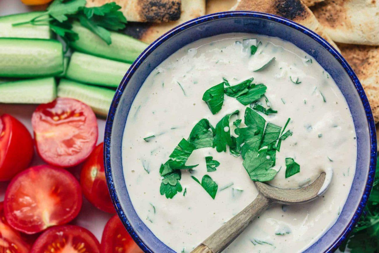 Белый соус из Тахини с чесноком и лаймом