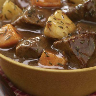 Говяжье рагу с картофелем и яблоками в мультиварке - рецепт с фото