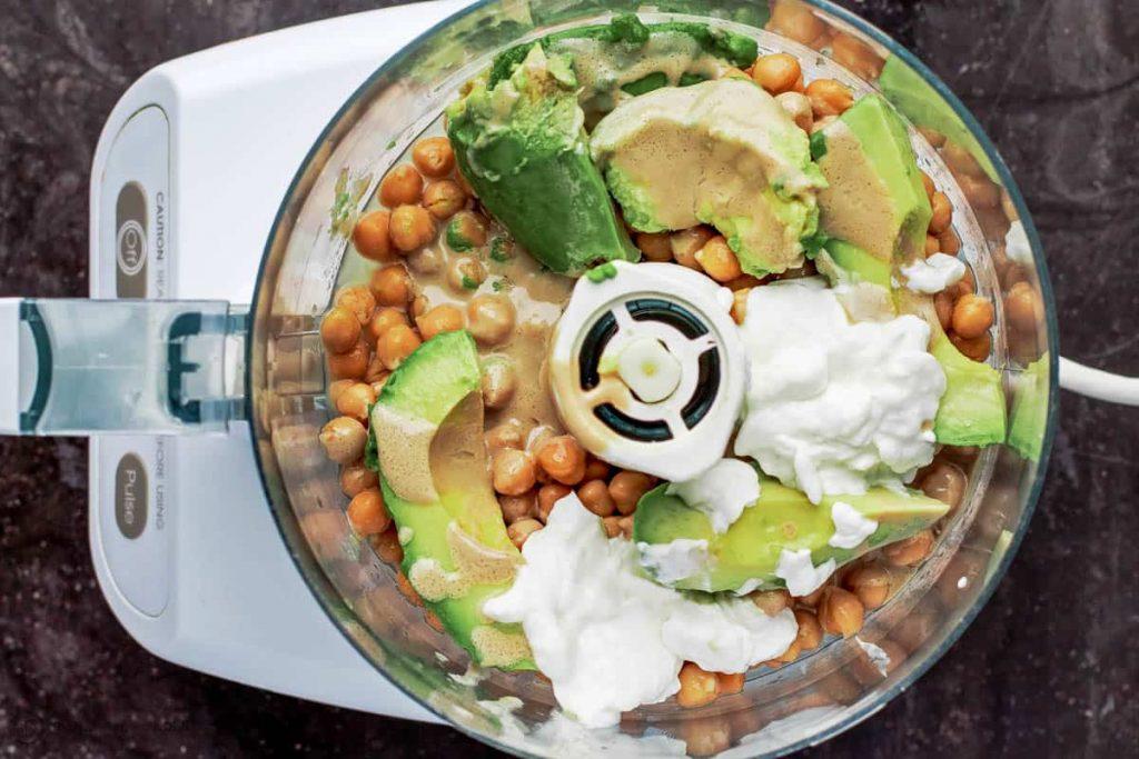 Фото рецепта - Хумус из авокадо с томатной сальсей - шаг 1
