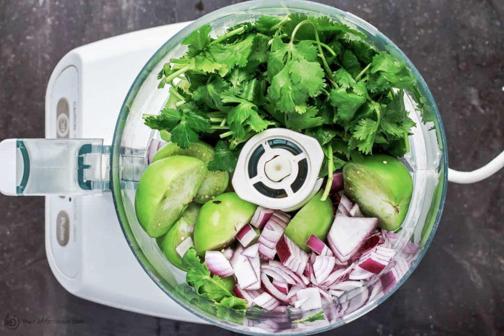 Фото рецепта - Хумус из авокадо с томатной сальсей - шаг 4