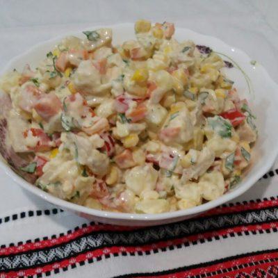 "Салат ""Куриный"" с ананасами и кукурузой - рецепт с фото"