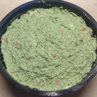 Фото рецепта - Творожная запеканка со шпинатом, морковью и сосисками - шаг 5