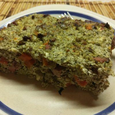 Фото рецепта - Творожная запеканка со шпинатом, морковью и сосисками - шаг 6