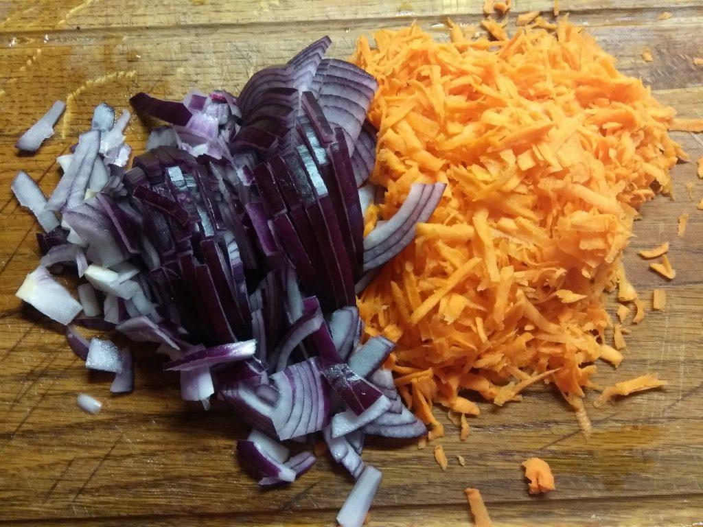 Фото рецепта - Постный суп со щавелем и макаронами - шаг 2