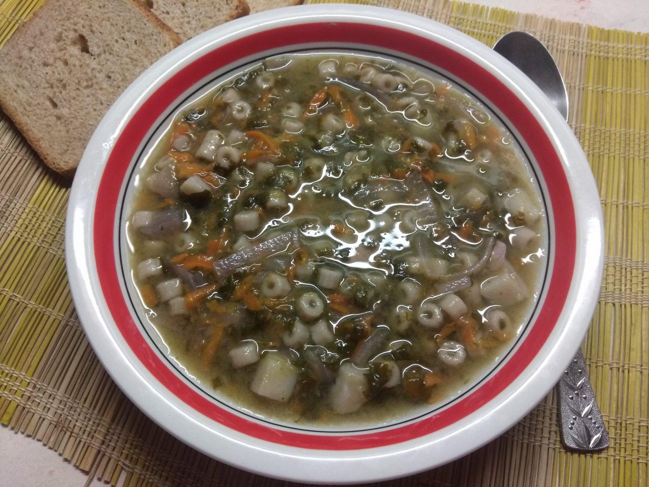 Постный суп со щавелем и макаронами