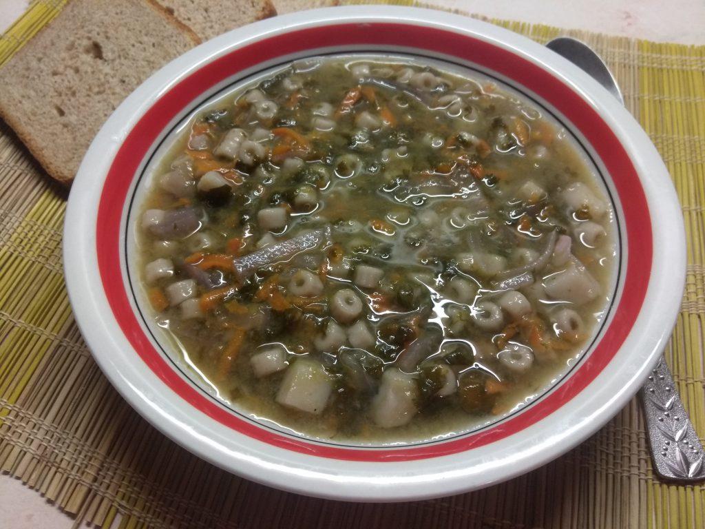 Фото рецепта - Постный суп со щавелем и макаронами - шаг 5