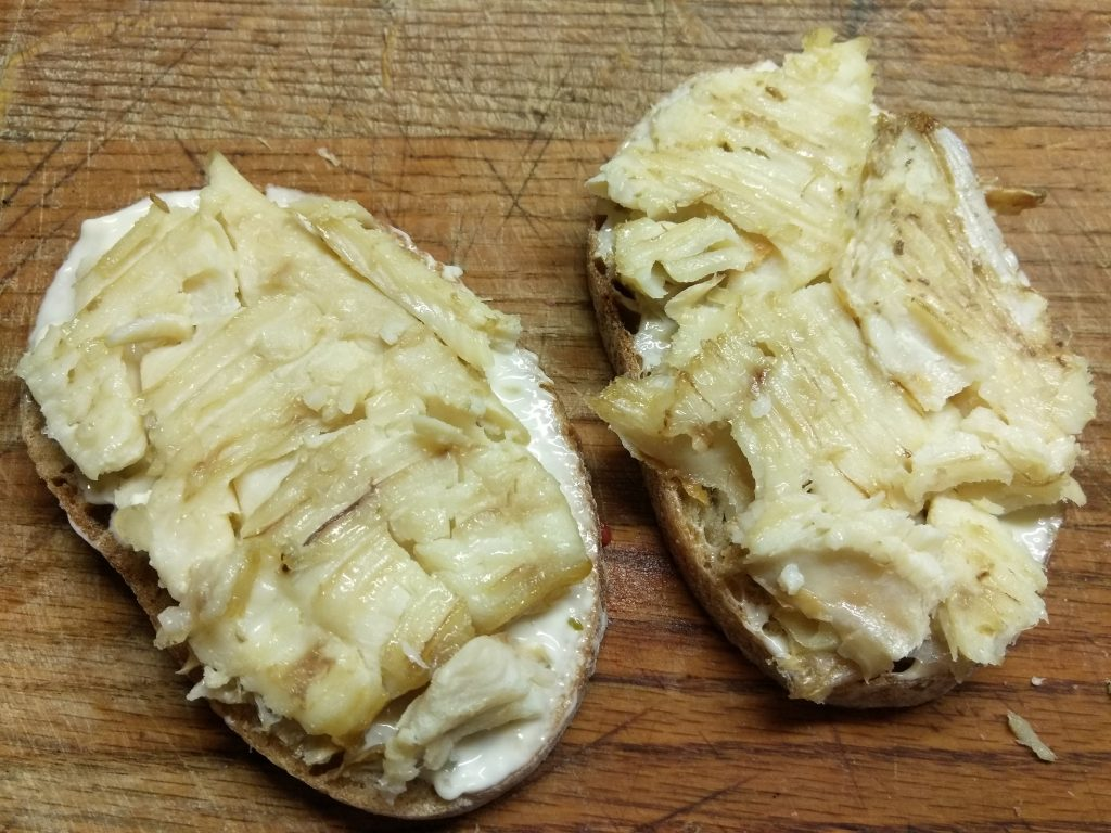 Фото рецепта - Горячие бутерброды с запеченной рыбой и овощами - шаг 3