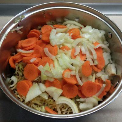 Фото рецепта - Овощное рагу из капусты и картофеля - шаг 4