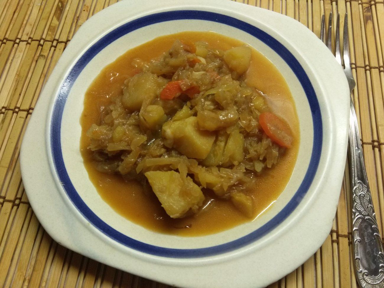 Овощное рагу из капусты и картофеля