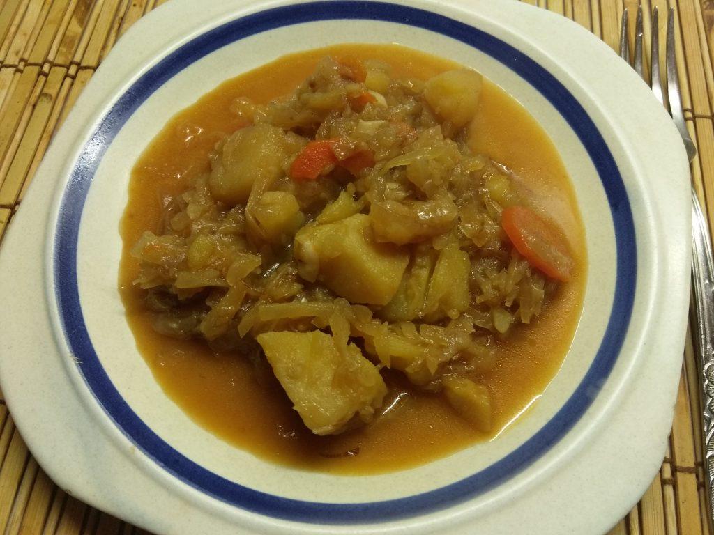 Фото рецепта - Овощное рагу из капусты и картофеля - шаг 7