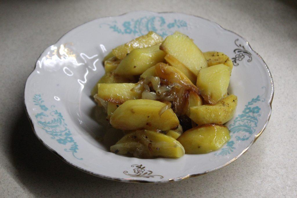 Фото рецепта - Печеный картофель со сладким карамелизированным луком - шаг 7