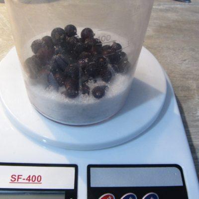 Фото рецепта - Творожные сырники с ягодным соусом - шаг 5