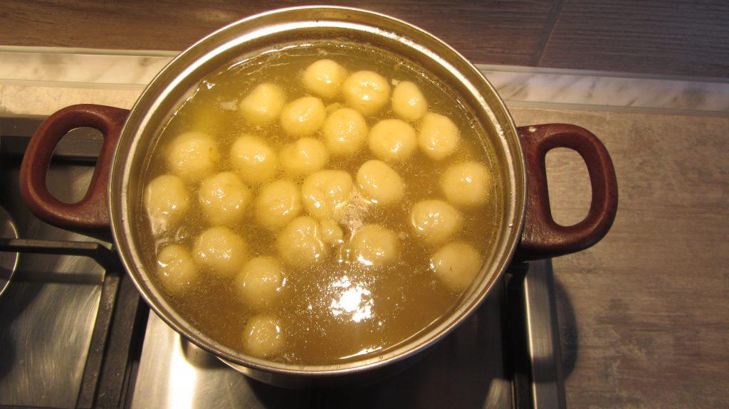 Фото рецепта - Суп с клецками из заварного теста - шаг 10
