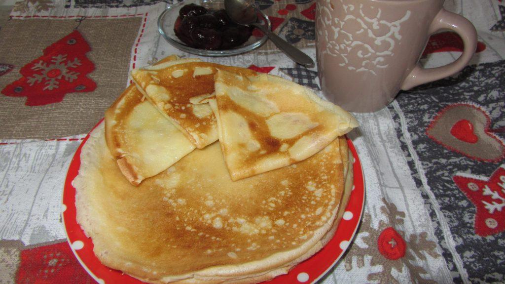 Фото рецепта - Тонкие блинчики на молоке с водой - шаг 6