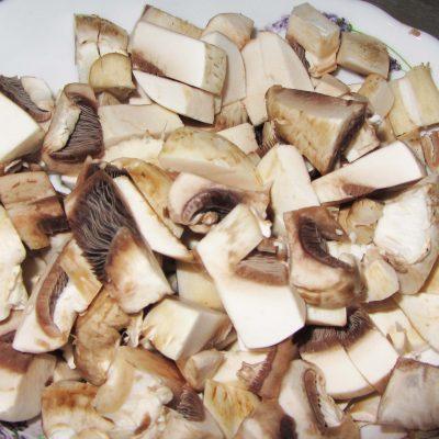 Фото рецепта - Макароны с грибами в сливочном соусе - шаг 1