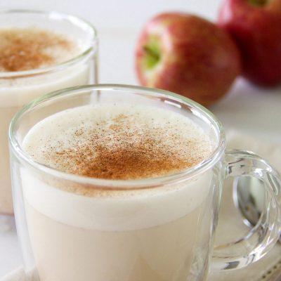 "Яблочно-молочный ""Латте"" с пряностями - рецепт с фото"