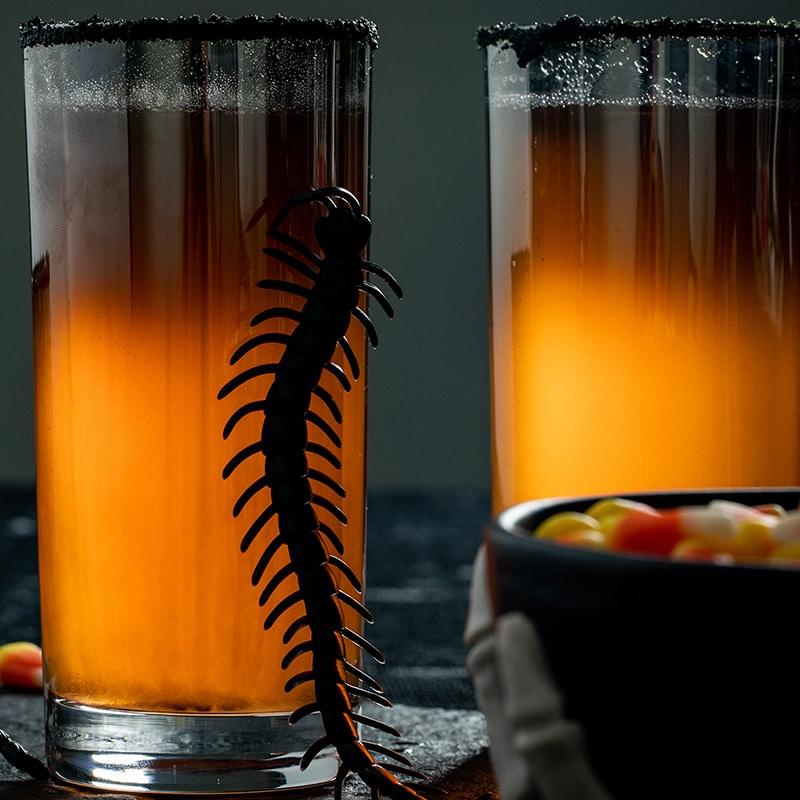 Коктейль из ананасового сока и вина