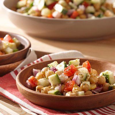 Овощной салат с горохом нут - рецепт с фото