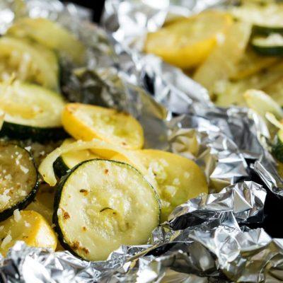 Запеченные кабачки с луком и сыром - рецепт с фото