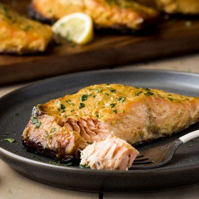 Жареная маринованная рыба (лосось) - рецепт с фото