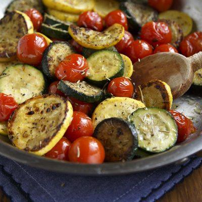 Жареные кабачки с помидорами - рецепт с фото