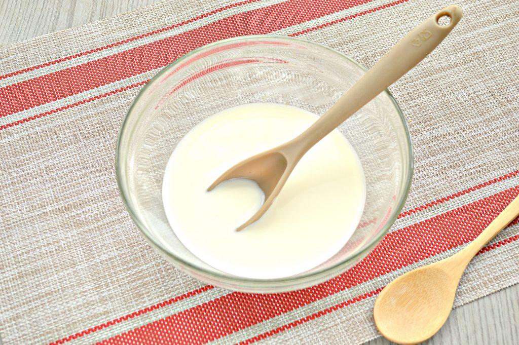 Фото рецепта - Тесто как пух на молоке и дрожжах - шаг 1