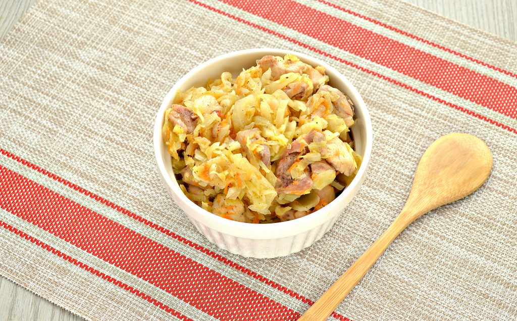 Фото рецепта - Пирожки с капустой и курицей - шаг 1