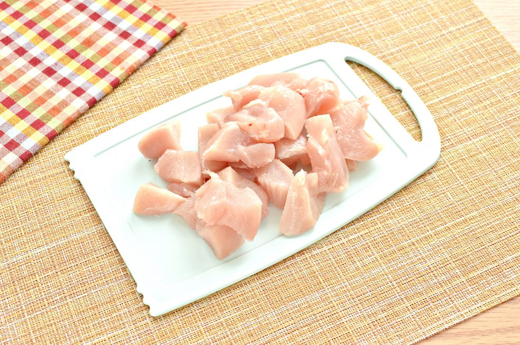 Фото рецепта - Начинка для мантов из курицы и картофеля - шаг 1